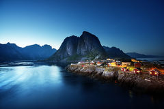 Sonnenuntergang in Hamnoy-Dorf, Lofoten-Inseln, Norwegen Lizenzfreie Stockbilder