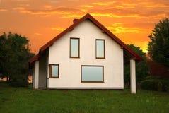 Sonnenuntergang-Haus Stockfotos