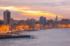 Sonnenuntergang in Havana mit Blick auf die Stadtskyline lizenzfreie stockbilder