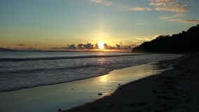 Sonnenuntergang in Havelock-Insel Andaman-Inseln, Indien stock video