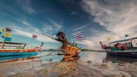 Sonnenuntergang helle Zeitspanne der Phuket-Inselebbeparkboote 4k Thailand stock video