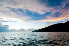 Sonnenuntergang-Himmel und Meer Stockfoto