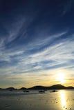Sonnenuntergang hinter Berg Stockfoto