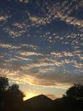 Sonnenuntergang hinter den Wolken Lizenzfreies Stockfoto