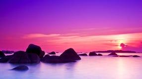 Sonnenuntergang hinter der Wolke Lizenzfreie Stockfotos
