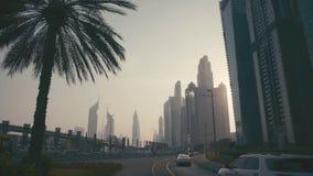 Sonnenuntergang-hohes Gebäude Burj in Dubai Skyline-Stadtbild-Stadt stock video