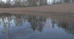 Sonnenuntergang im Boot auf dem See stock video footage