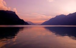 Sonnenuntergang im brienz lizenzfreie stockbilder
