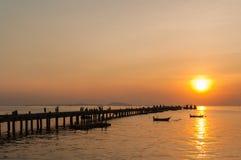 Sonnenuntergang im Hafen am chonburi Thailand Lizenzfreie Stockbilder