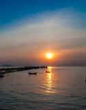 Sonnenuntergang im Hafen am chonburi Thailand Lizenzfreie Stockfotografie