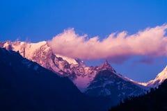 Sonnenuntergang im indischen Himalaja Stockbilder