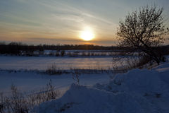 Am Sonnenuntergang im Januar des Tages Lizenzfreie Stockbilder