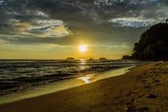 Sonnenuntergang im Meer Lizenzfreie Stockfotografie