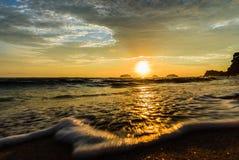 Sonnenuntergang im Meer Stockbilder
