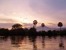 Sonnenuntergang im Mekong Kambodscha stockfotografie