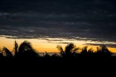 Sonnenuntergang im mexikanischen Himmel stockfotografie