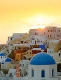 Sonnenuntergang im Oia-Dorf, Santorini Insel, Griechenland Lizenzfreie Stockfotos