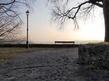 Sonnenuntergang im Park, Winterzeit Stockbild