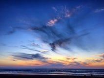 Sonnenuntergang im pazifischen Strand Lizenzfreie Stockfotos