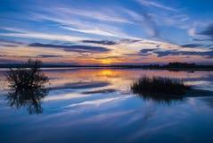 Sonnenuntergang im Salzsee stockbilder