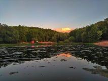 Sonnenuntergang im See stockfotografie