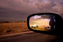 Sonnenuntergang im Spiegel stockbild