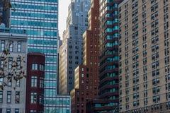 Sonnenuntergang in im Stadtzentrum gelegenem Manhattan stockfotos