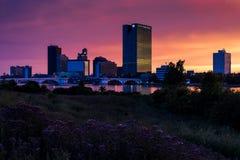 Sonnenuntergang - im Stadtzentrum gelegenes Toledo, Ohio lizenzfreies stockbild