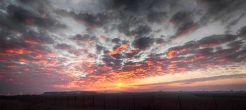 Sonnenuntergang im Vojvodina Stockfotografie