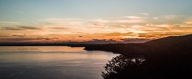 Sonnenuntergang in Italien nahe Triest lizenzfreie stockbilder