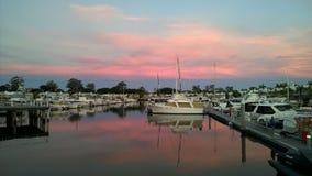 Sonnenuntergang am Jachthafen Stockfotos