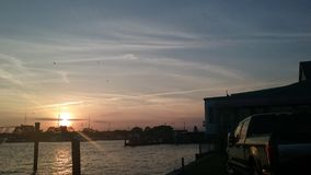 Sonnenuntergang am Jachthafen lizenzfreies stockbild