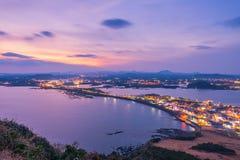 Sonnenuntergang in Jeju tun Seongsan Ilchulbong, Jeju-Insel nachts, so lizenzfreie stockfotografie