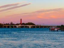 Sonnenuntergang an Jupiter Inlet-Brücke lizenzfreie stockfotografie