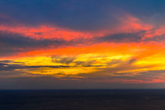 Sonnenuntergang Kamala-Strand, Phuket, Thailand Lizenzfreie Stockfotografie