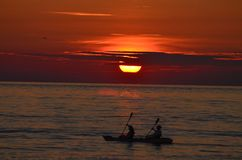 Sonnenuntergang Kayakers Stockbild