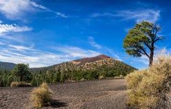 Sonnenuntergang-Krater-Nationaldenkmal nahe Fahnenmast, Arizona lizenzfreies stockbild