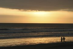 Sonnenuntergang Kuta Strand Bali Lizenzfreies Stockbild