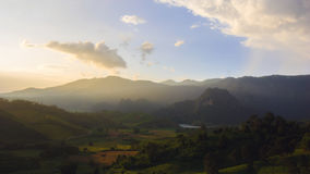 Sonnenuntergang am Land Lizenzfreie Stockbilder