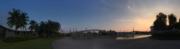 Sonnenuntergang-Landschaftsdachspitze an Vivocity-Einkaufszentrum lizenzfreie stockfotografie