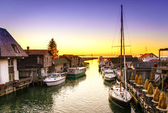 Sonnenuntergang in Leland, Michigan lizenzfreie stockfotografie