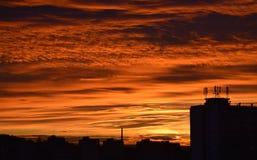 Sonnenuntergang in LitomÄ-› Å™ice mit Wohnblöcken Stockfoto