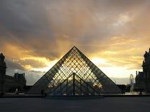 Sonnenuntergang am Louvre Lizenzfreie Stockfotos