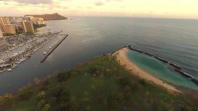 Sonnenuntergang-Luftunterlassungshonolulus Ala Moana-Strand stock video