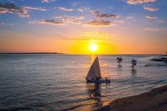 Sonnenuntergang am Madagaskar-Strand lizenzfreie stockfotos