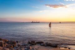Sonnenuntergang am Madagaskar-Strand lizenzfreie stockfotografie