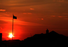 Sonnenuntergang-Markierungsfahne Stockfotografie