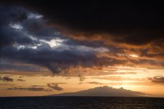 Sonnenuntergang in Maui, Hawaii. Lizenzfreie Stockfotografie
