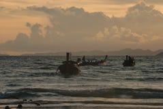Sonnenuntergang in Meer lizenzfreie stockfotografie