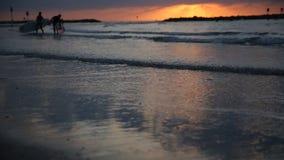 Sonnenuntergang in Meer, Himmel, Wolken stock footage